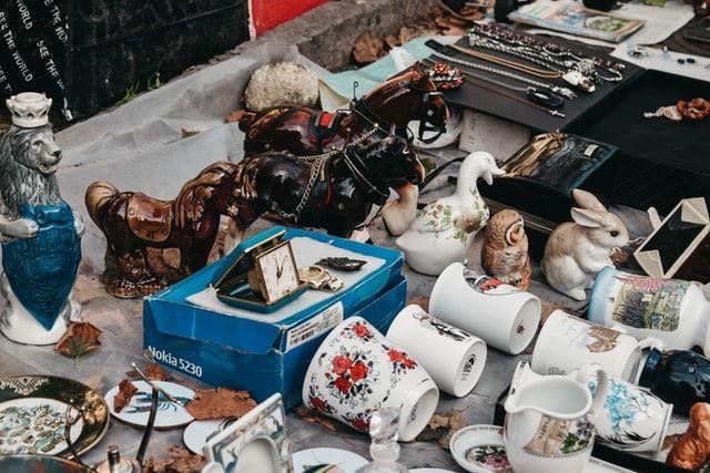 Kirpputoreilla voi myydä vanhat tavarat
